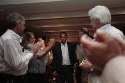 Scioli se diferenció del Gobierno y refuerza su proyecto