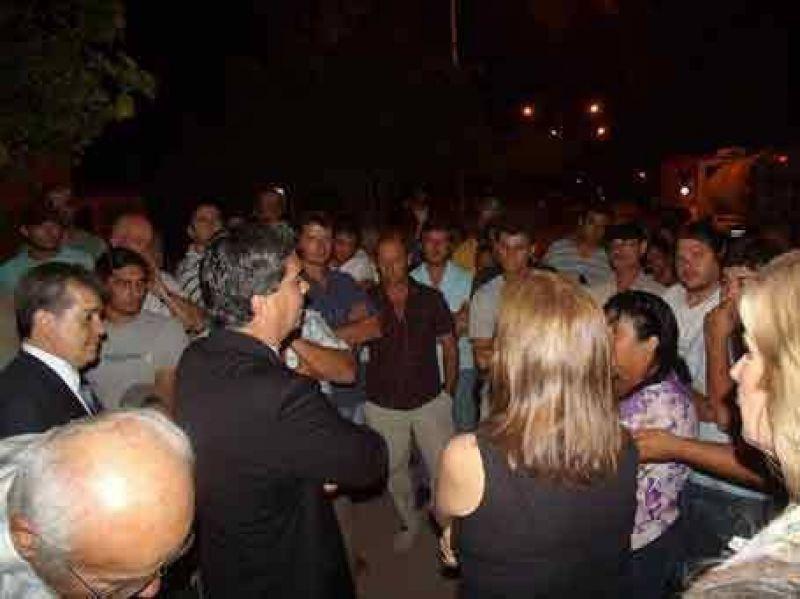 El gobernador destrabó el conflicto de camioneros de acarreo del agua de Castelli
