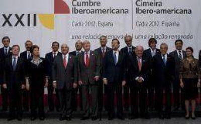 La Cumbre Iberoamericana rechazó la presencia militar británica en Malvinas