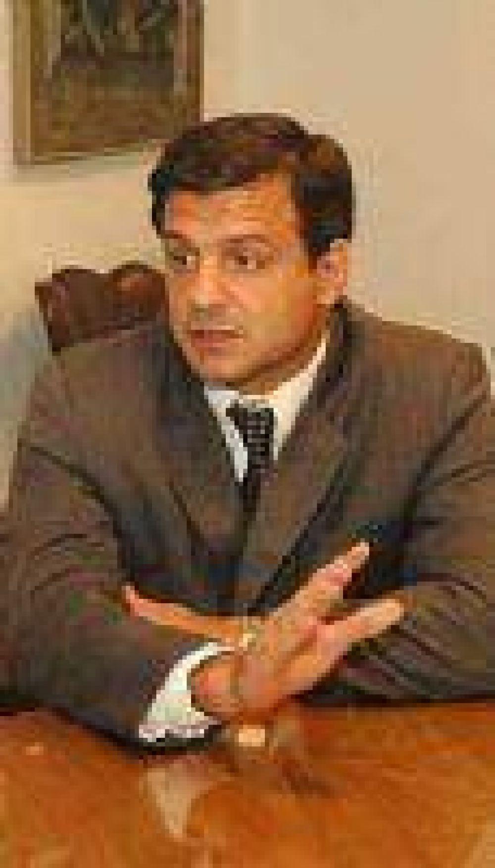 El ex juez Aguilar también será contratado para cobrar las deudas de Rentas.