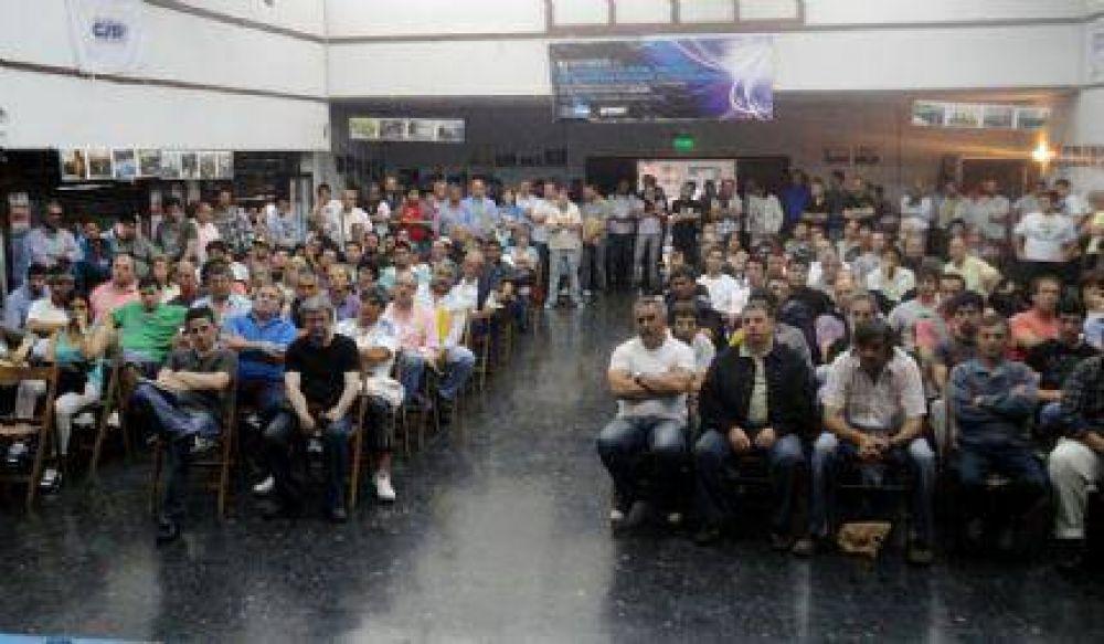Luz y Fuerza Mar del Plata decidió en multitudinaria asamblea parar este martes parar junto a la CTA y la CGT