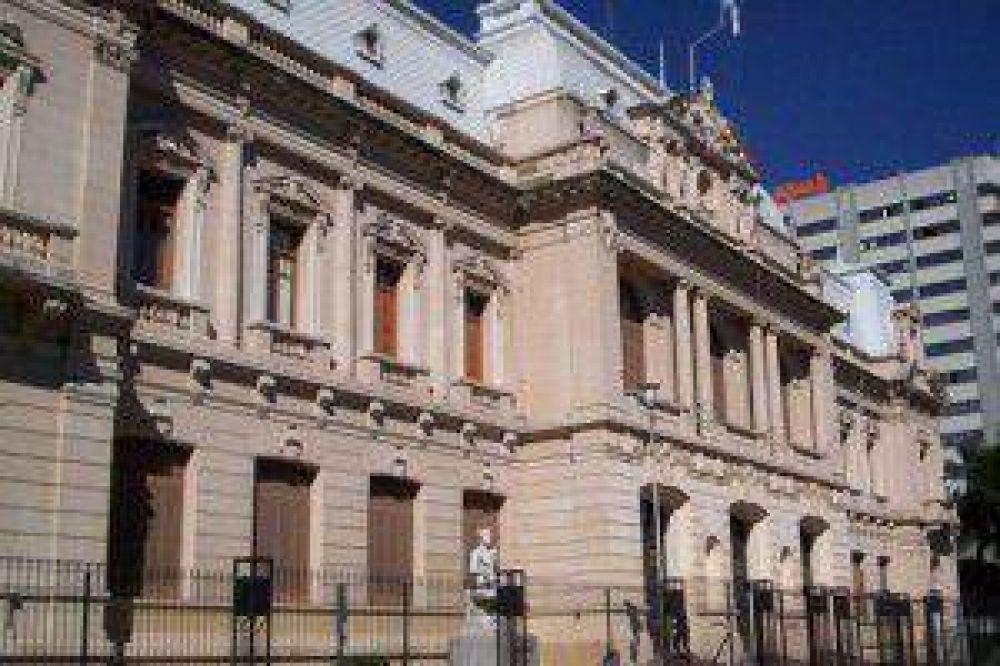 Estatales quieren reunión por ayuda salarial extraordinaria