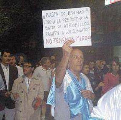 Resaltan que un Juez Federal bahiense jubilado que gana 45 mil pesos por mes, marchó el 8N