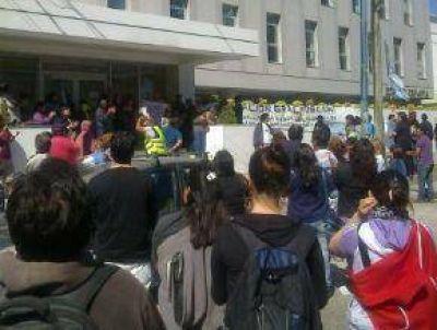 Ex-Ypefianos Ya Llevan 25 Días De Campamento Frente A La Empresa