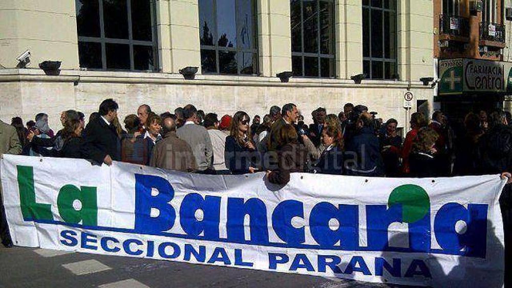 Bancarios suman sus reclamos al paro nacional