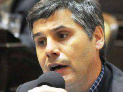 Cortocircuitos en la CC: Martello fustigó a Carrió