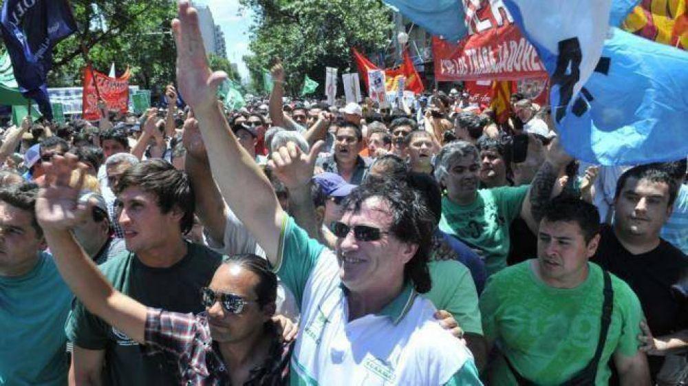 Piquetes y agresiones potenciaron la huelga