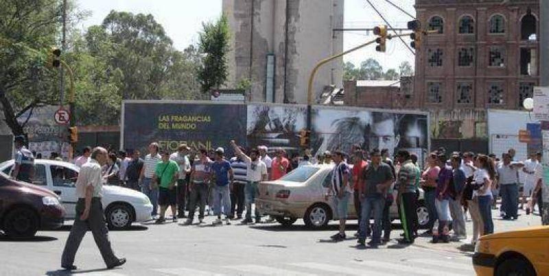 En Córdoba, los piquetes marcaron el ritmo de un paro parcial