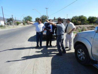 Jalil recorrió la obra de pavimentación en avenida Virgen de Valle