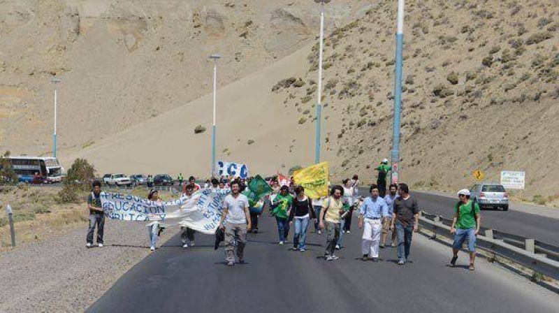 En Comodoro el paro incluyó bloqueos de ruta y movilizaciones