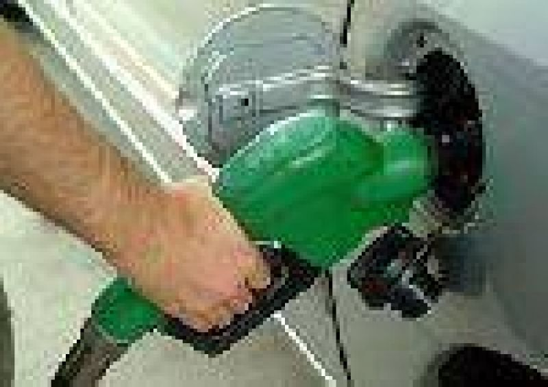 Combustibles: piden aumentos y amenazan con un paro