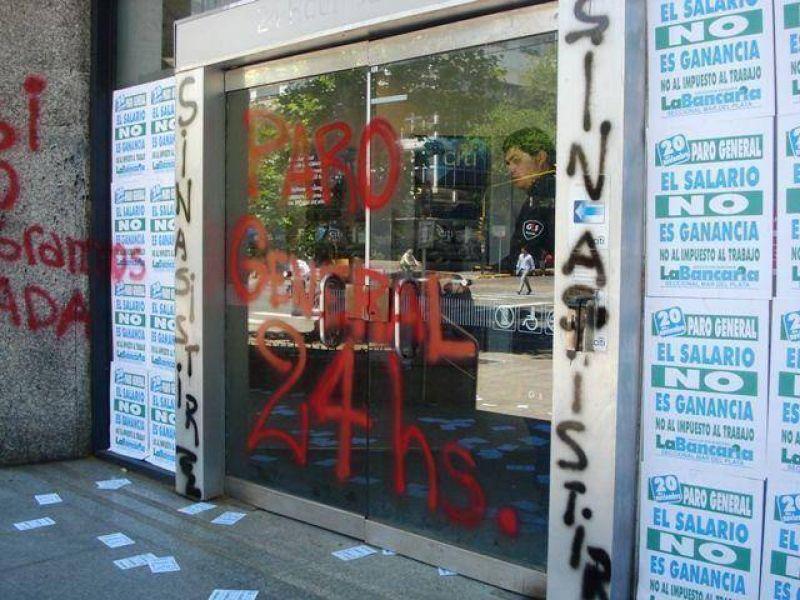 """""""La Asociación Bancaria no es ni el cuarto de servicio ni el patio trasero de ningún partido político"""""""