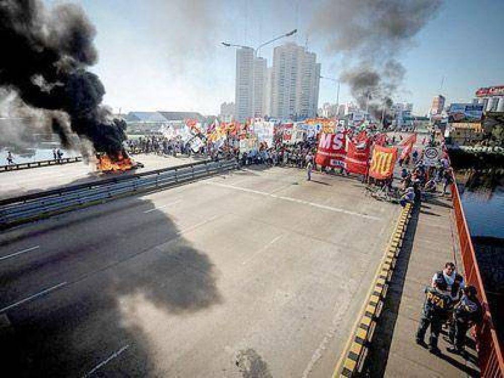 Los piquetes y el temor a incidentes redujeron la actividad laboral en Avellaneda