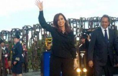 Cristina encabezó el acto por el Día de la Soberanía y respondió al paro de Moyano y Micheli