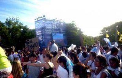 Columnas de militantes, intendentes y funcionarios llegaron a Vuelta de Obligado para acompañar a Cristina