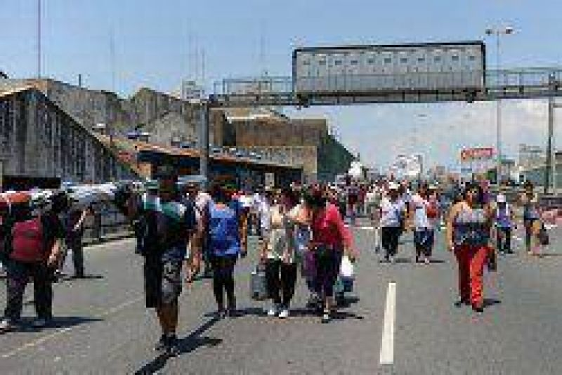 El paro nacional afectó en Corrientes a varios sectores y las estaciones quedaron sin naftas
