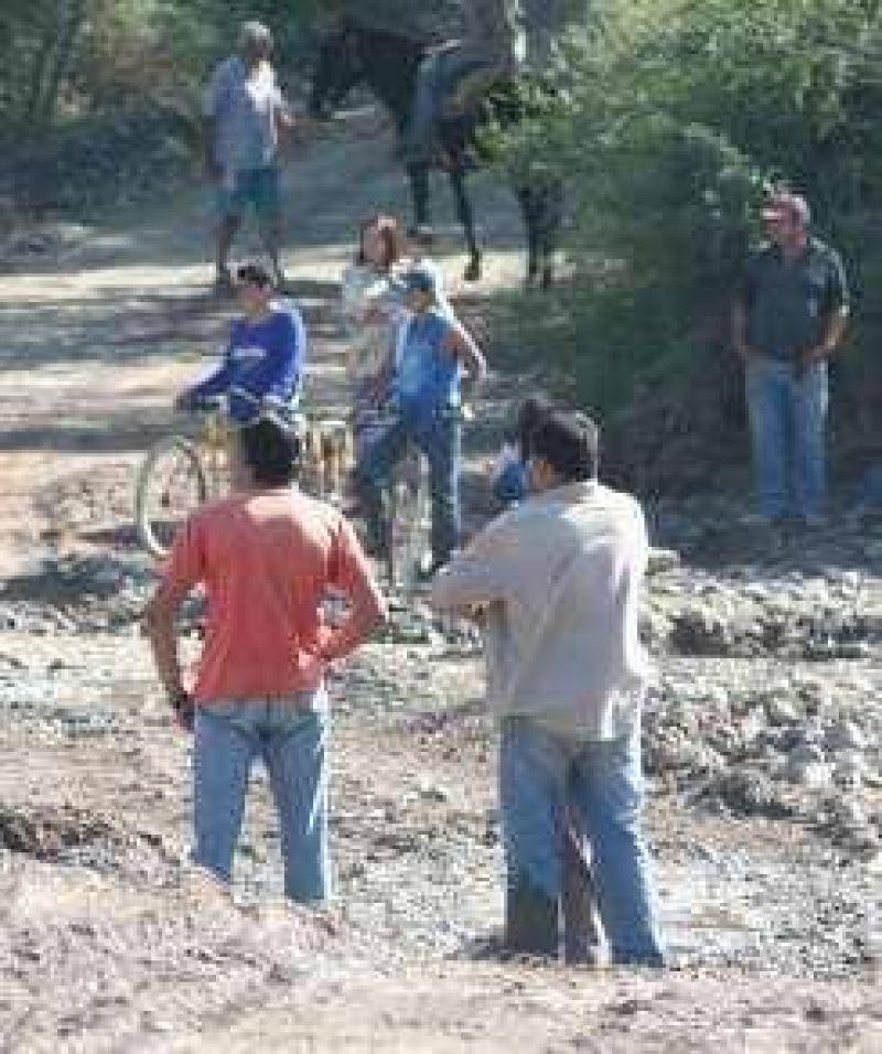 Pedernal: 120 familias casi aisladas y sin agua potable