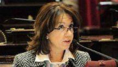 Sonia Escudero propuso crear un plan de protección integral para adultos mayores