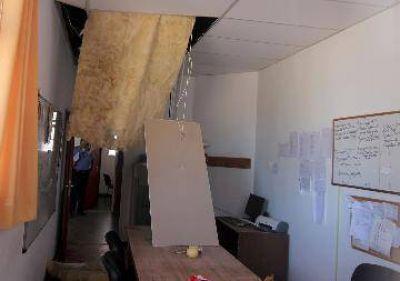 Cae parte del cielorraso en colegio de Centenario