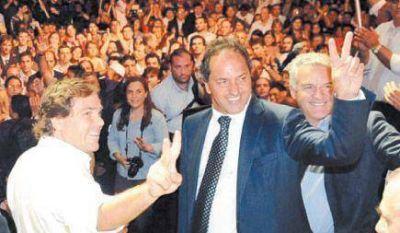Scioli reuni� a la militancia y neg� una ruptura con el kirchnerismo