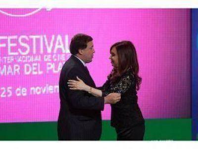 La Presidenta entregó dos licencias para medios y un cinemóvil para Río Negro