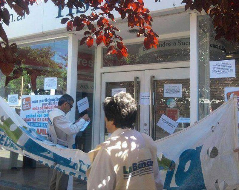 Bancarios protestaron en el centro de Roca