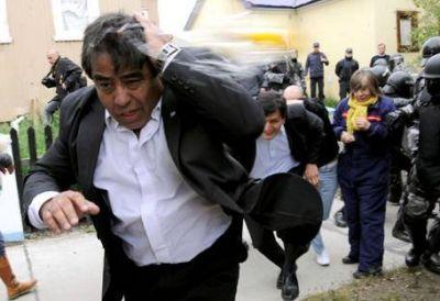 "Tras los huevazos, Peralta tildó a los diputados kirchneristas de ""desestabilizadores"""