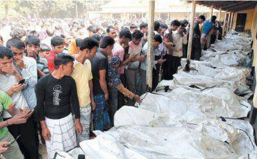 706bf1625b591 Bangladesh  más de 120 muertos al incendiarse una fábrica textil