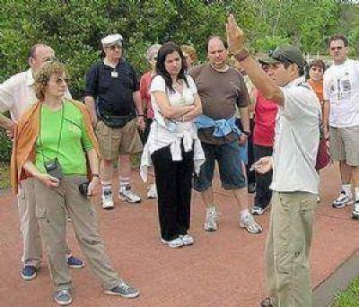 Media sanción para la ley de Guías Turísticos