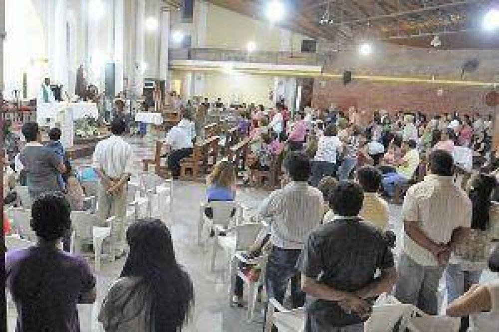 Familiares y amigos de Leda rogaron en una misa para que se haga justicia