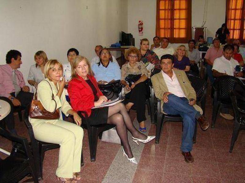 Comello y delegados zonales coordinan  aplicación de evaluación por resultados.