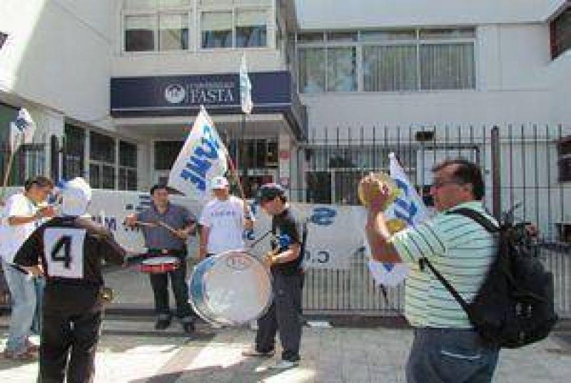 Fuerte reclamo de SOEME en la Universidad Fasta