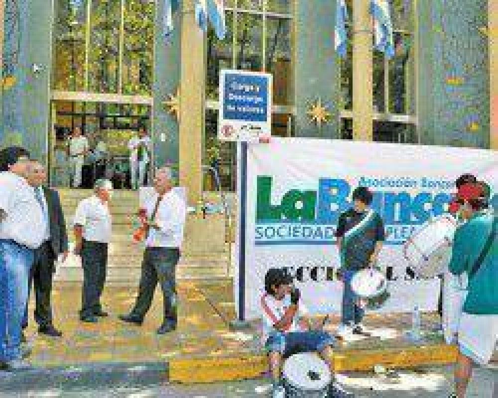 Bancarios reclamaron por mejoras salariales