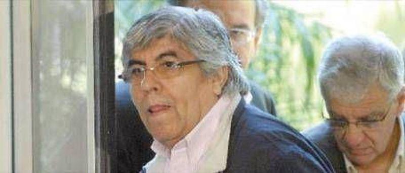 Moyano prepara su lista de reclamos para los Kirchner