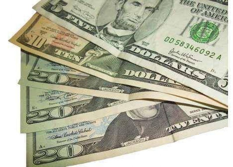 El dólar escala a $ 3,71 en la city