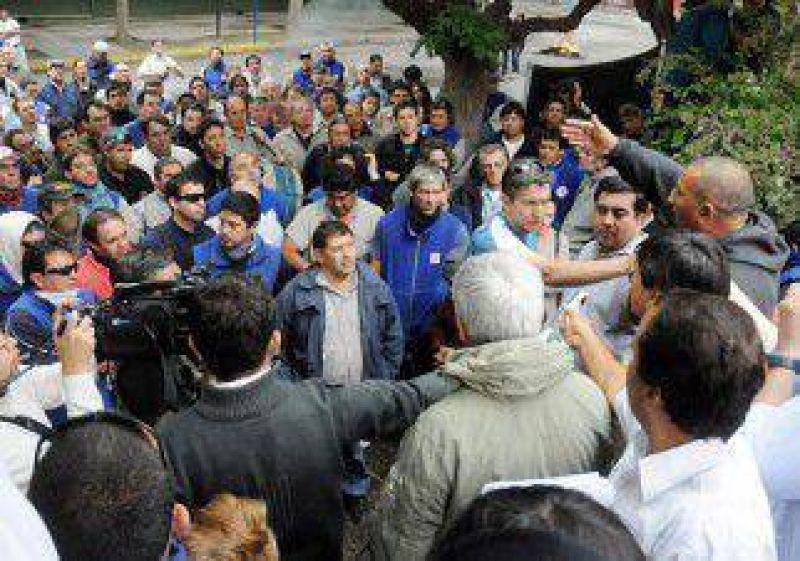 Tensión en una protesta de trabajadores del EPEN