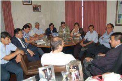 Intendentes oficialistas dieron un fuerte apoyo a Gordillo y al gobierno