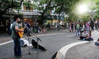 Los músicos festejaron en la Peatonal la sanción de la nueva Ley de la Música