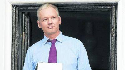 Afirman que Assange sufre un serio problema pulmonar