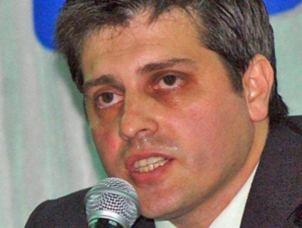 Según Fernández, sólo buscan presionarlo con la denuncia por nepotismo.