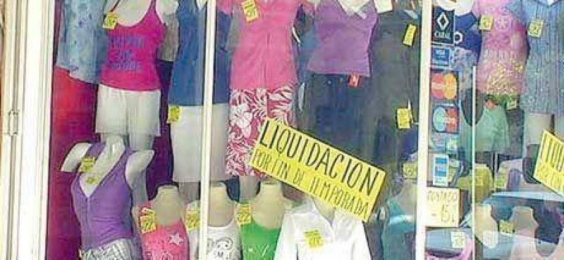Los descuentos en los comercios de ropa alcanzan el 50 por ciento.