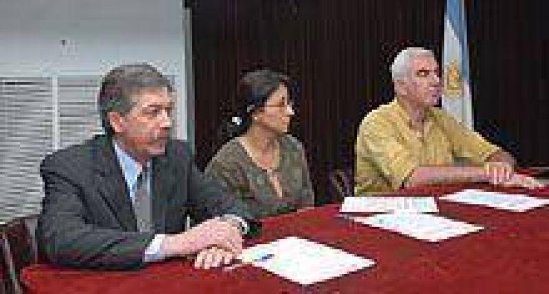 La provincia firmó un convenio para crear pequeñas industrias.