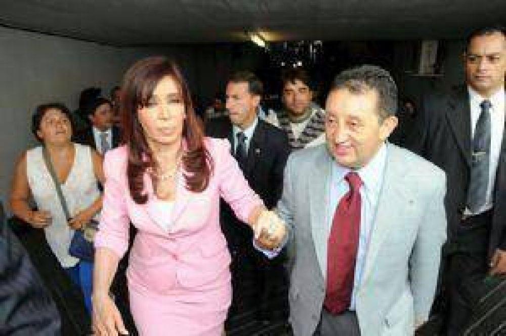 Cristina manda gendarmes y fondos para Jaque y Scioli