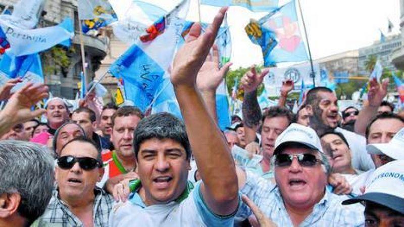 El sindicalismo opositor: Moyano suma a Barrionuevo a la CGT y gana más poder