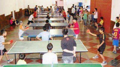 El club Pedro Molina premió a sus campeones de tenis de mesa