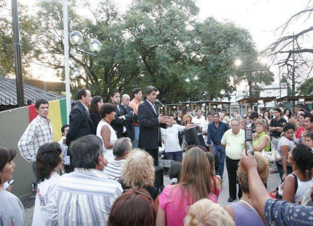 Con advertencia a los ambulantes, Gutiérrez inauguró la Feria de los Artesanos en la Plaza de la Estación