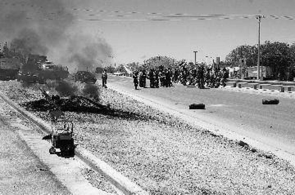 Trabajadores del EPEN cortan la ruta