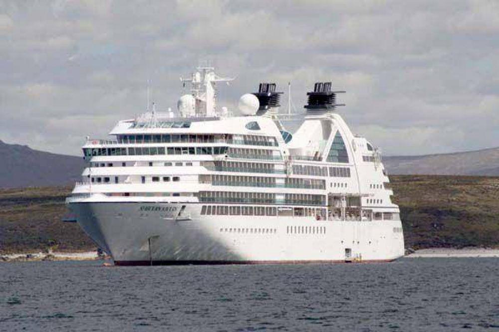 Trabajadores marítimos del Puerto de Buenos Aires bloquean la salida del Seabourn Sojourm