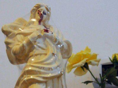 Aseguran que una Virgen llora sangre y el pueblo de Salto Grande se conmueve