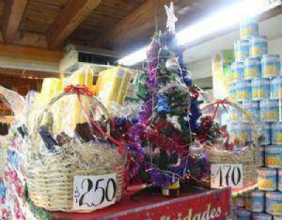 Comercios ya ofrecen sus canastas navideñas